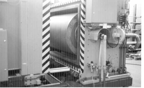 Photo of a unit for irradiation in roll-to-roll applications.
